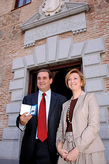 María Luisa Araújo entregó al presidente de las Cortes regionales, Francisco Pardo, el Proyecto de Ley de Presupuestos Generales de CLM para 2009.