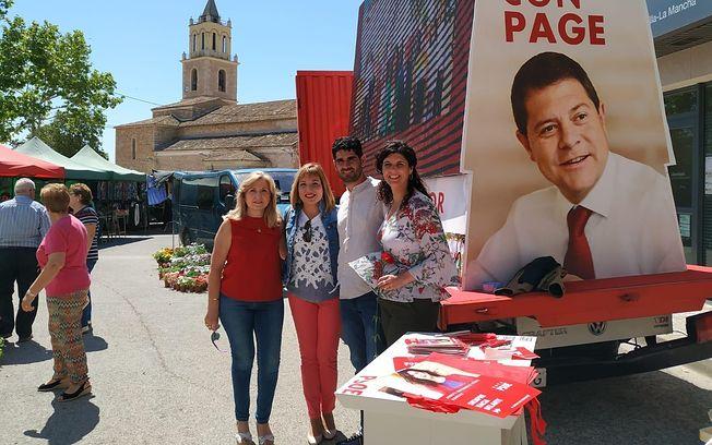 Josefina Navarrete ha visitado el tradicional mercado Barrax.