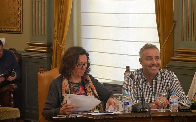 Victoria Delicado y José Ignacio Díaz durante el pleno.