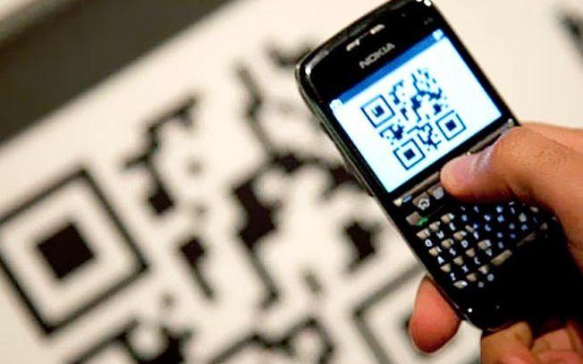 Teléfono móvil leyendo un Código QR