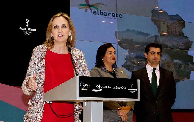 Carmen Casero, consejera de Economía y Empleo, durante la inauguración del stand de Castilla-La Mancha en FITUR 2014