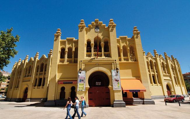 Plaza de Toros de Albacete, obra del arquitecto Julio Carrilero.