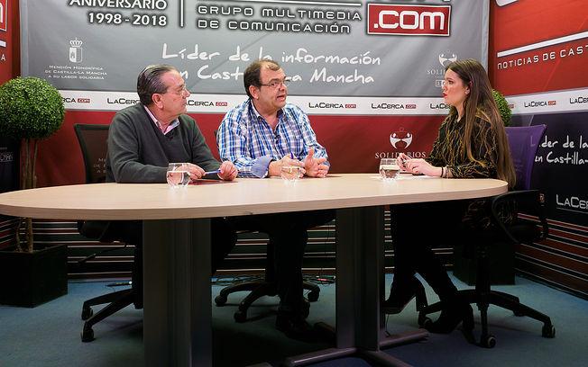 Jorge Gavira, secretario y tesorero de ACOFAMA; José Quilez, presidente de ACOFAMA; y Carmen García, periodista.