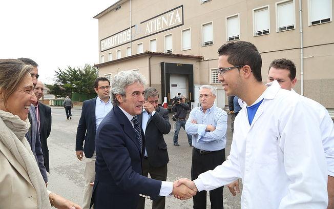 Lendro Esteban visita la fábrica de Embutidos Atienza (2). Foto: JCCM.