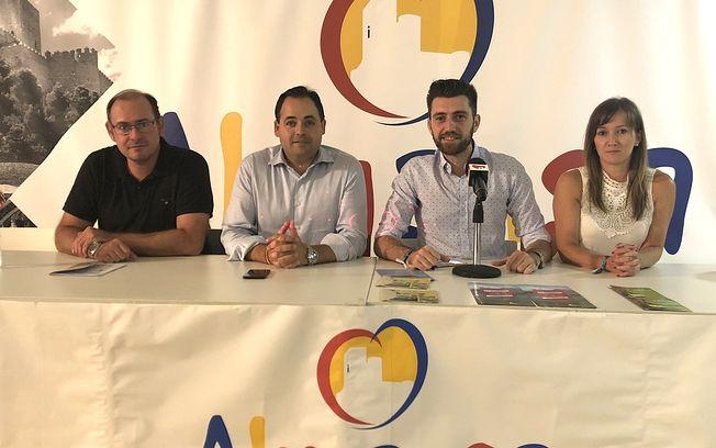 El alcalde de Almansa, Francisco Núñez, el concejal de Feria, Israel Rico, y los ediles responsables de Medio Ambiente y Obras y Servicios del ayuntamiento, Javier Sánchez Roselló y Tania Andicoberry respectivamente.