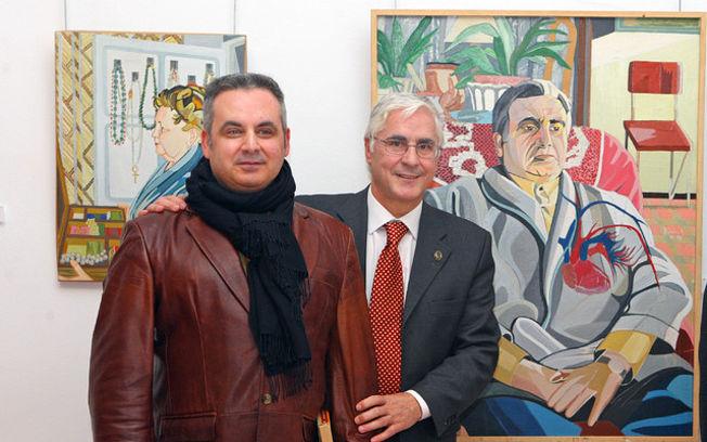 El presidente de Castilla-La Mancha, José María Barreda, junto al pintor Pepe Carretero, durante su visita a la exposición