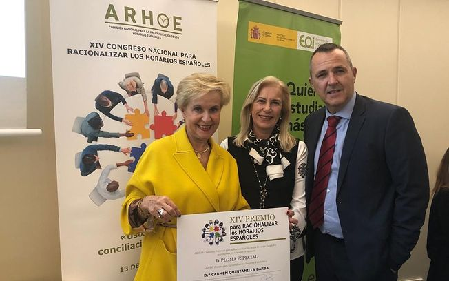 Carmen Quintanilla recibe distincion ARHOE.