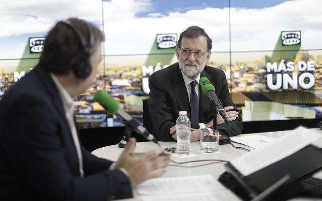 El presidente del Gobierno, Mariano Rajoy, durante la entrevista concedida al programa
