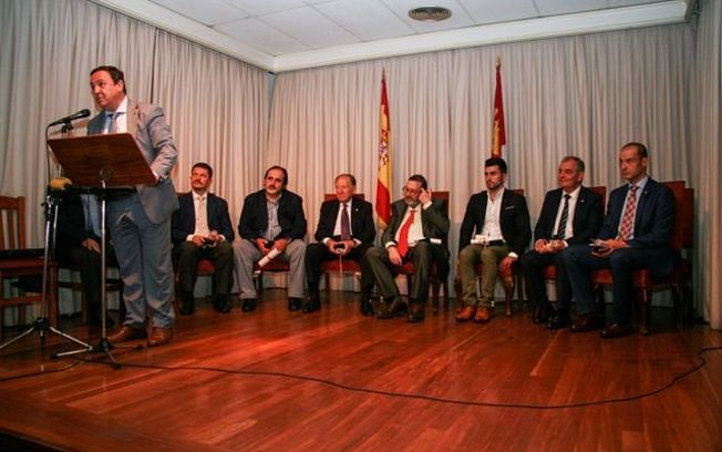 """El director general de Relaciones Institucionales y Asuntos Europeos participa en la entrega de los premios """"Castellano-manchegos del año 2015"""". Foto: JCCM."""
