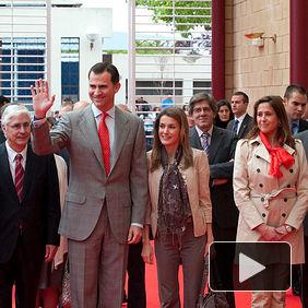 Sus Altezas Reales a su llegada al Pabellón Feria de Ciudad Real, acompañados del presidente regional, José María Barreda.